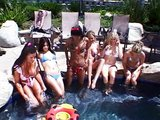 Lesbické orgie v bazénu nemající konce - freevideo