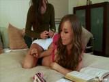 Místo domácích úkolů nekončící lesbická zábava - freevideo