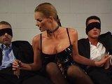 Perverzní samička nabodnutá dvěma kanci - freevideo
