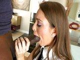 Nezbedná lolitka si pochutná na černém lízátku - freevideo