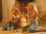 Pravé blondýnky v pravé lesbické podívané - freevideo