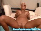 Puma Swede předvádí v posteli svou perverznost - freevideo