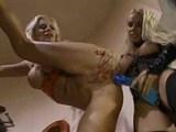 Dv� chl�pnice maj� po�itek z lesbick� l�sky - freevideo