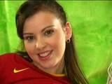 Nadržená mladá fotbalistka si hraje s poštěváčkem - freevideo