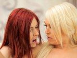 Zrzavě-blonďaté duo ve víru lesbické lásky - freevideo