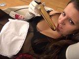 Spolubydlící německé osmnáctky to odpálí s vibrátorem - freevideo