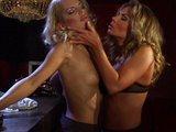 V baru U žíznivých lesbiček - freevideo