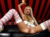 Blondýnka Lisa si dráždí poštěváček - freevideo
