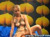 Blond coura inkasuje početní porci spermatu - freevideo