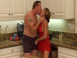 Kuchyňská sexuální zábava se zachovalou maminou - freevideo
