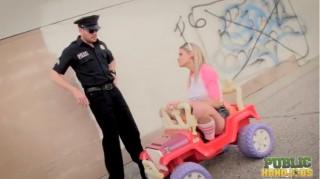 Pokuta za řízení je vyřešená kuřbou - freevideo