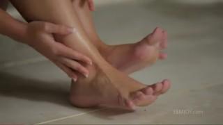 Smyslná masturbace u bazénu - freevideo