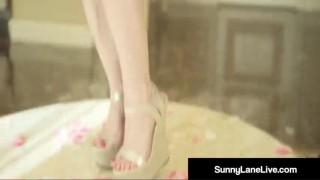 Sunny Lane má vlhkou a šťavnatou kundičku - freevideo