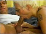Blondýna v latexu si užije se skupinkou čuráků - freevideo