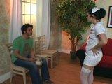 Sest�i�ka sv�d� pacienty p��mo v ordinaci - freevideo