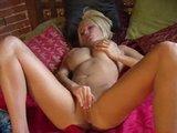 Bloncka a její růžovej robertek - freevideo
