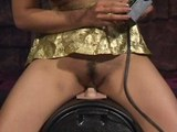 Mika Tan potrápí svou mušličku na sex-machine - freevideo
