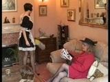 Starší přísná paní domu trestá svou nezkušenou novou služební - freevideo