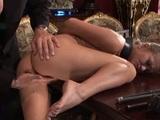 Poslušná sekretářka dělá vše, co její nadržený šéf rozkáže - freevideo
