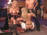 Zvrhlá pani a její otrokyně se nechají oprcat komorníkem - freevideo