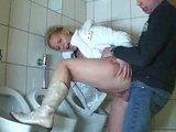 Na veřejném záchodku se šuká nejlépe - freevideo