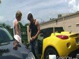Dva nadržený borci si udělají šukací pauzičku na čerpací stanici - freevideo