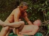 Dva dobrodruzi si šuknou v džungli - freevideo