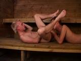 V lázních si dva mlaďáci vyleští klacky - freevideo