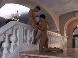 Česrtvě plnoletí kluci si zpříjemní pobyt v lázních sexem - freevideo