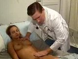 ��pkov� R�enka probuzen� polibkem velk�ho pyje pana doktora - freevideo