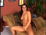 Kamarádi z mokré čtvrtě nakrmí chlípnou prsatou děvku - freevideo