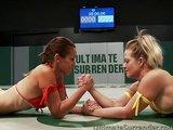 Wrestling se stříkajícíma lesbičkama - freevideo