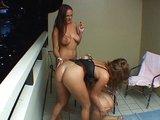Tři lesbičky se prstěj na balkóně - freevideo