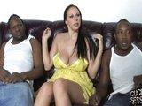 Nadržená Gianna a dva černí samci - freevideo