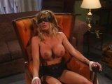 Sexy samička pozná jaké to je být sexuální hračka - freevideo