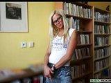 Anální mrdačka s českou courou v knižnici - freevideo