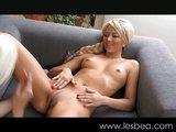 Pravé blondýnky v pravé lesbické akci - freevideo