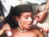 Neštastná vdova potřebuje náležitě utěšit - freevideo