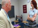 Neposlušná školáčka potřebuje dostat na zadek - freevideo