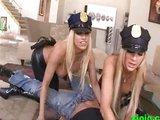 Policejní brutalita dvou nadržených sexy policistek - freevideo
