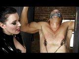 Krutá panička si užívá bezmoci svého otroka - freevideo